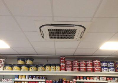 Koeling winkel met ingebouwd plafondairco