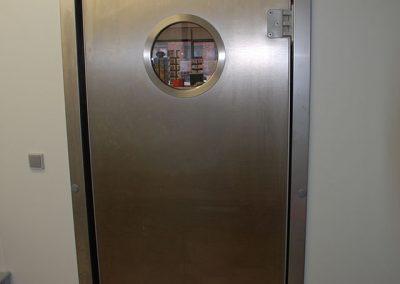 Friegel - realisatie - inrichting grootkeuken - plaatsing klapdeur
