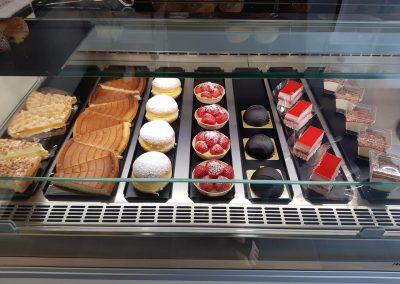 Broodjeszaak - bakkerij Ieper - totaalinrichting - koeltoonbank